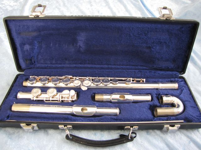 Gemeinhardt 2SP Flute with straight and curved head joints